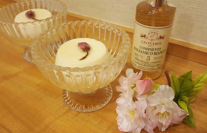 季節限定!後味さっぱり!桜漂う白バルサミコソースに浮かぶ「桜杏仁豆腐」