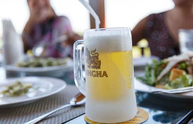 タイ王室公認ビール、シンハービールで乾杯を!
