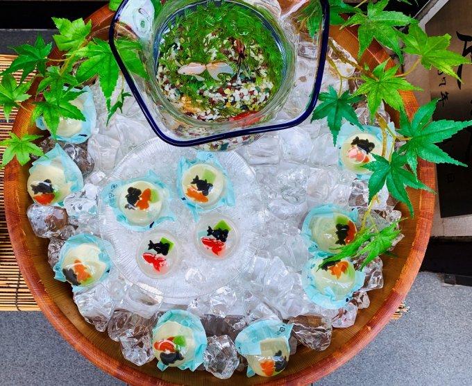 ゼリーの中で羊羹の金魚が泳ぐ涼菓、日本橋屋長兵衛の 「金魚すくい」