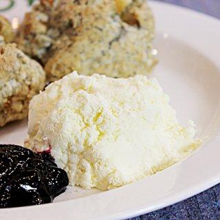 スコーンやパンケーキが至福の一皿に。日本初の生乳から作られたクロテッドクリーム