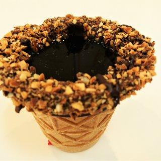 アイスクリームのコーンにコーヒー!? ANYWHERE DOORのコーンショット