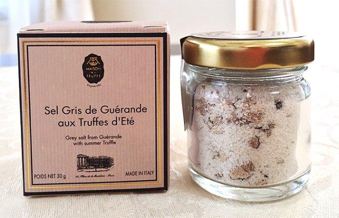 芳醇な香りのイタリア産黒トリュフとブルターニュの塩で作った贅沢な黒トリュフ塩