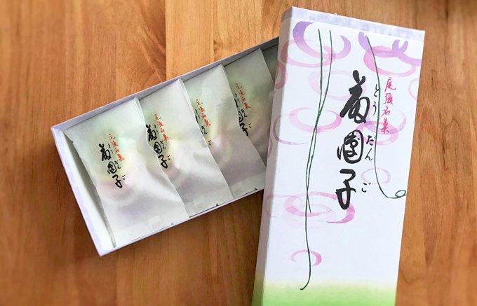 藤の花房に見立てた春色のキュートな干菓子!『きよめ餅総本家』の「藤団子」