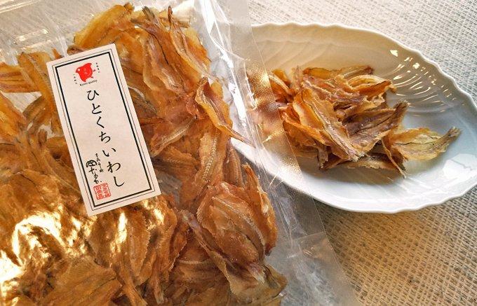 ノンフライで骨までまるごとパクリ!京都の昆布屋さんの「ひとくちいわし」