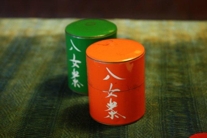 八女茶の名付け親!『矢部屋 許斐園』の八女和紅茶飴と八女焙炉式煎茶飴