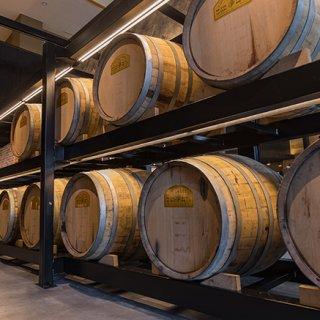 まさに旬!木樽で追熟する最高傑作の梅酒を極上の宿で味わう