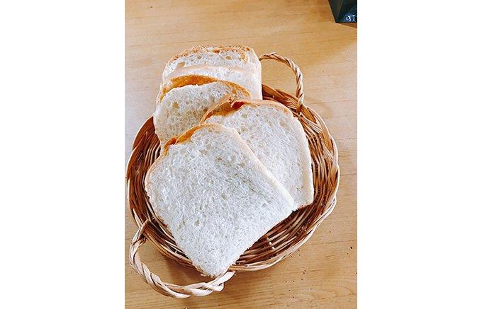 意外な組み合わせが絶妙にマッチ!焼き魚と佃煮が似合う日本式天然酵母パン