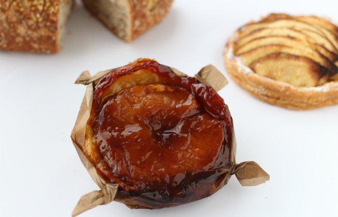 りんごたっぷり!シャクシャクした食感がたまらないオリジナルの「アップルパイ」