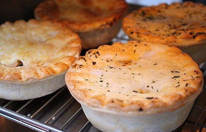 ニュージーランド人の「おにぎり」!愛される国民食のミートパイ