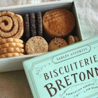 レア度高!まだ2カ所でしか買えない、「ブルトンヌ」の缶入りクッキー