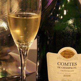シャンパンだけがクリスマスの乾杯ドリンクじゃない!パーティーを盛り上げる5選
