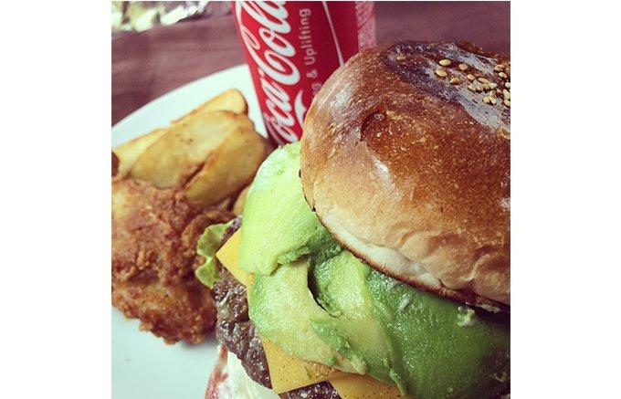 """もう食べた?いま東京都内で話題のボリュームたっぷり""""プレミアムハンバーガー"""""""