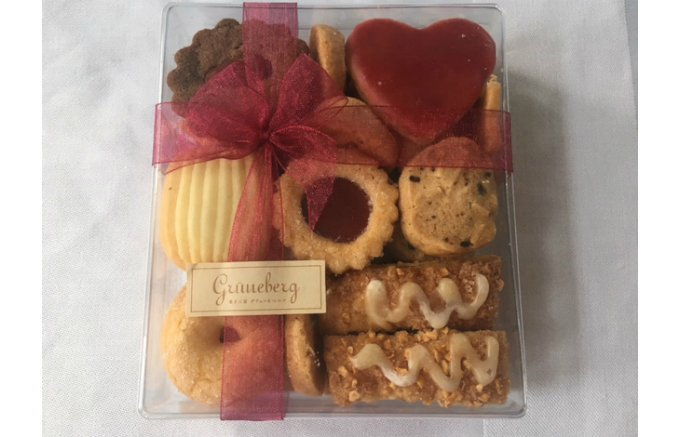 フランス菓子の手法とウィーン菓子のエスプリを結合させて生まれた、独自のお菓子