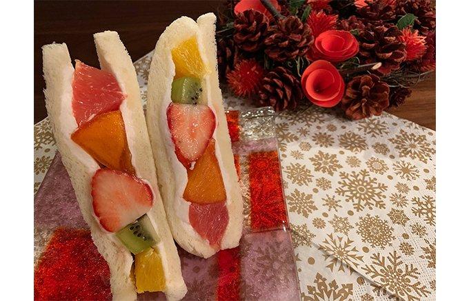 旬のフルーツがごろごろっと!金融街にある果物店の看板サンドイッチ