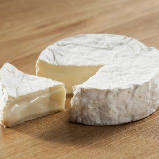 クリーミーでまろやか、コクのある味が楽しめる「カマンベールチーズ はやきた」