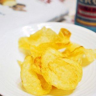 スペイン産 乾燥黒トリュフの香りがたまらない贅沢な大人のポテトチップス