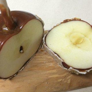 インパクト絶大のアメリカ版りんご飴!?丸ごと使った「キャラメルアップル」