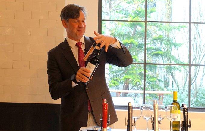 遂に日本上陸!コルクを抜かずにワインが注げる「CORAVIN(コラヴァン)」