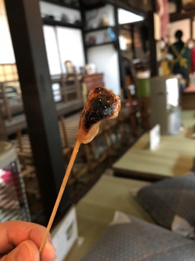日本最古の和菓子屋さんが作る、1000年前から伝わる「あぶり餅」