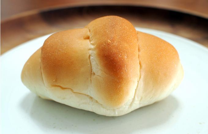 """浅草の老舗パン屋さん「ペリカン」のロールパンで""""ゆとり""""朝食を。"""