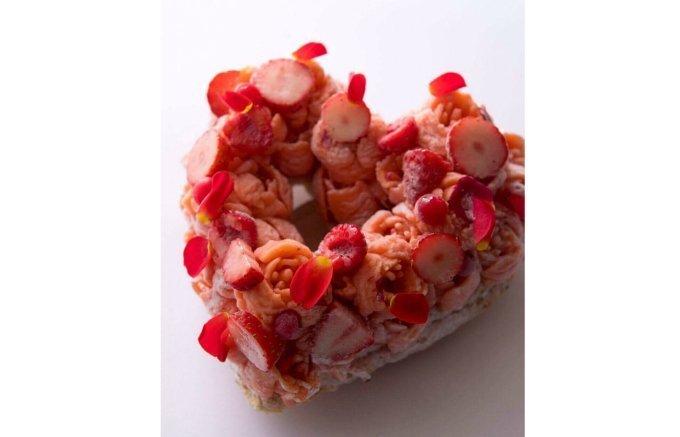 シャーベットの花びらが華やか!繊細でキュートなアイスケーキ「ロッソ」