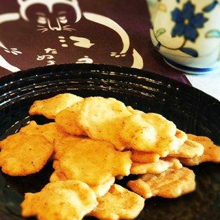 老舗だけど、新しい味を探求。麻布十番たぬき煎餅の「狸ボーノ トマトバジル味」