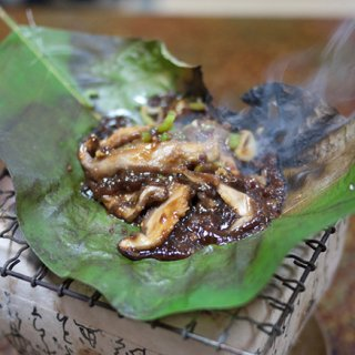 外国人にも人気の飛騨高山の郷土料理「朴葉みそ」