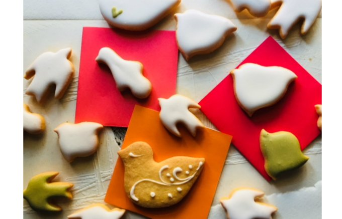 人気のスポット浅草観音堂裏の素朴な「鳥のかたちのクッキー」