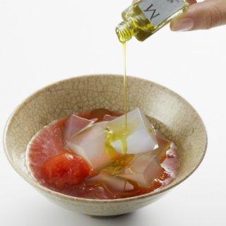 トマトゼリーと寒天をオリーブオイルとともに味わう新感覚なデザート