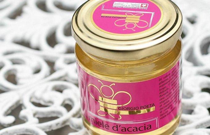 若きイタリアの養蜂家の遊び心「ワインの樽でじっくり熟成」させたはちみつ