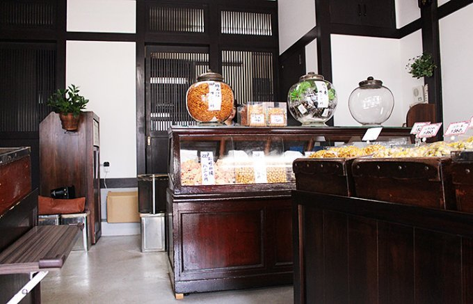 江戸の秋祭り「根津神社例大祭」千駄木、西片、本郷の江戸の老舗店の手土産散歩