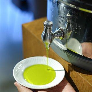クレタ島オリーブ農家×日本の老舗油屋から生まれた奇跡のオリーブオイル
