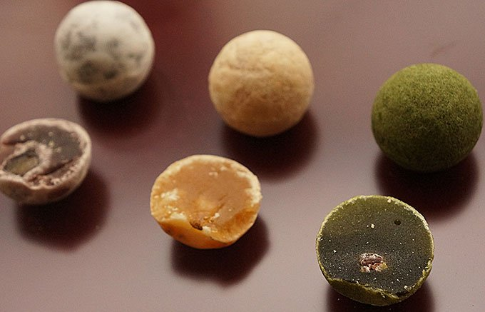 和三盆糖の名産地・徳島県が生んだ、おもてなし手土産の一口羊羹「和三玉」