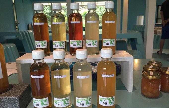 果実と酵母菌で長時間かけて出来上がったお酢、酢造発酵場スーの「なし酢ともも酢」