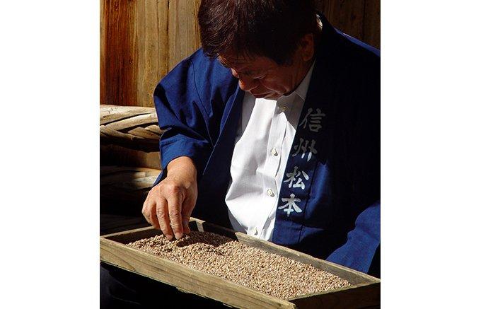 信州古式「みそ玉造り」製法の二年熟成みそは、濃い味が特徴でいちばんのお気に入り