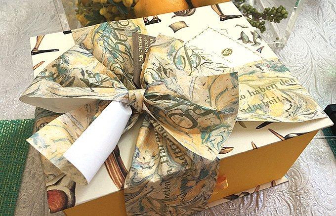 大好きなおじいちゃんやおばあちゃんへのお祝いに! 5,000円超えのお菓子5選