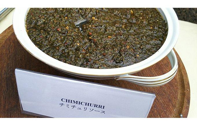 アルゼンチンの肉料理には欠かせない「チミチュリソース」は家庭の味!