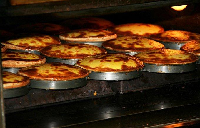 とろとろのチーズが溶け出すレアな食感!北海道ティンカーベルの「チーズベーク」