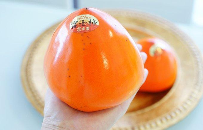 愛媛はみかんだけじゃない!隠れた逸品!手の平からはみ出すくらい大きい「富士柿」