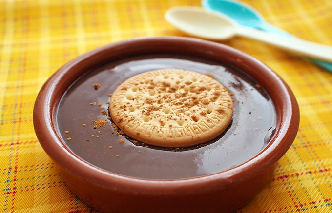アヒージョだけじゃない!直火もレンジも冷蔵もできるスペイン陶器「カスエラ」
