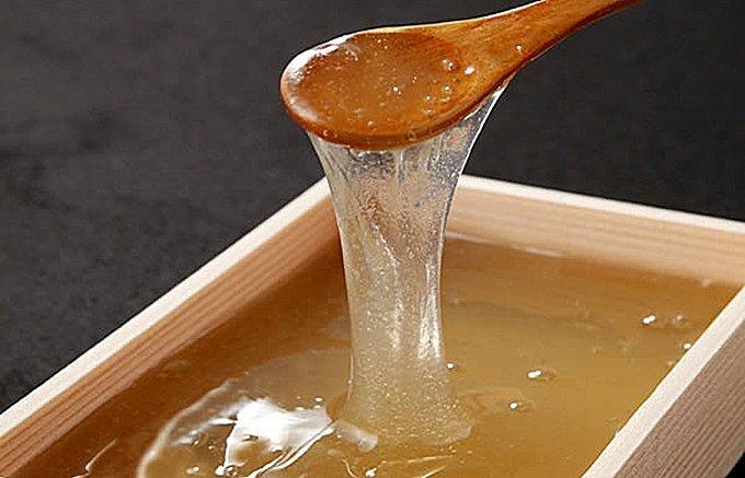 7:冷水にくぐらせて食べる希少なわらび餅
