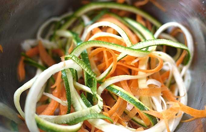 野菜でさっぱりパスタを作る!簡単、ヘルシー、「スパイラルカッター」