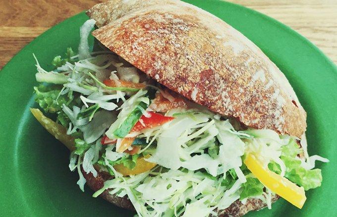 海辺の町のコーヒー屋さん「7325coffee」の野菜サンド