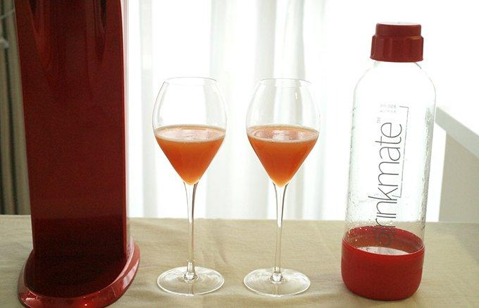 """水だけでなく、ジュースやワインも炭酸飲料にできる優れもの""""ドリンクメイト"""""""
