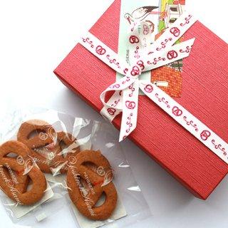 独特な食感のサブレ・プレッツェルとドライフルーツで飾られたケーク オランジュ