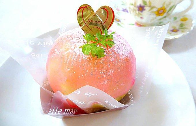 桃をまるごと使ったひんやりスイーツ!濃厚カスタードクリームと相性抜群の「桃太郎」
