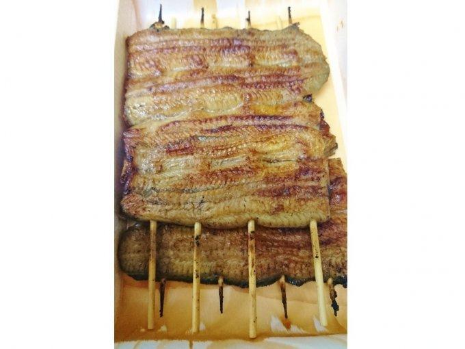 できたての蒲焼が食卓に。日本橋『いづもや』の鰻は皆を口福にさせるパワーフード