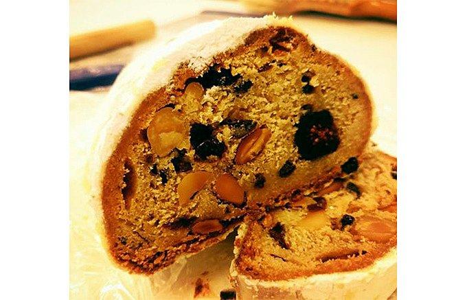 フルーツなど素材の美味しさが際立つ!ブーランジェリースドウの「シュトーレン」