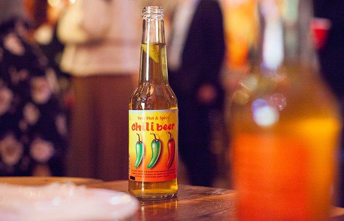 寒い冬にホットなビール!ハラペーニョがまるごと入った「チリビール」