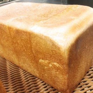 ミルキーな風味とシルクのような繊細な生地の食感を楽しむ「ミルキー食パン」